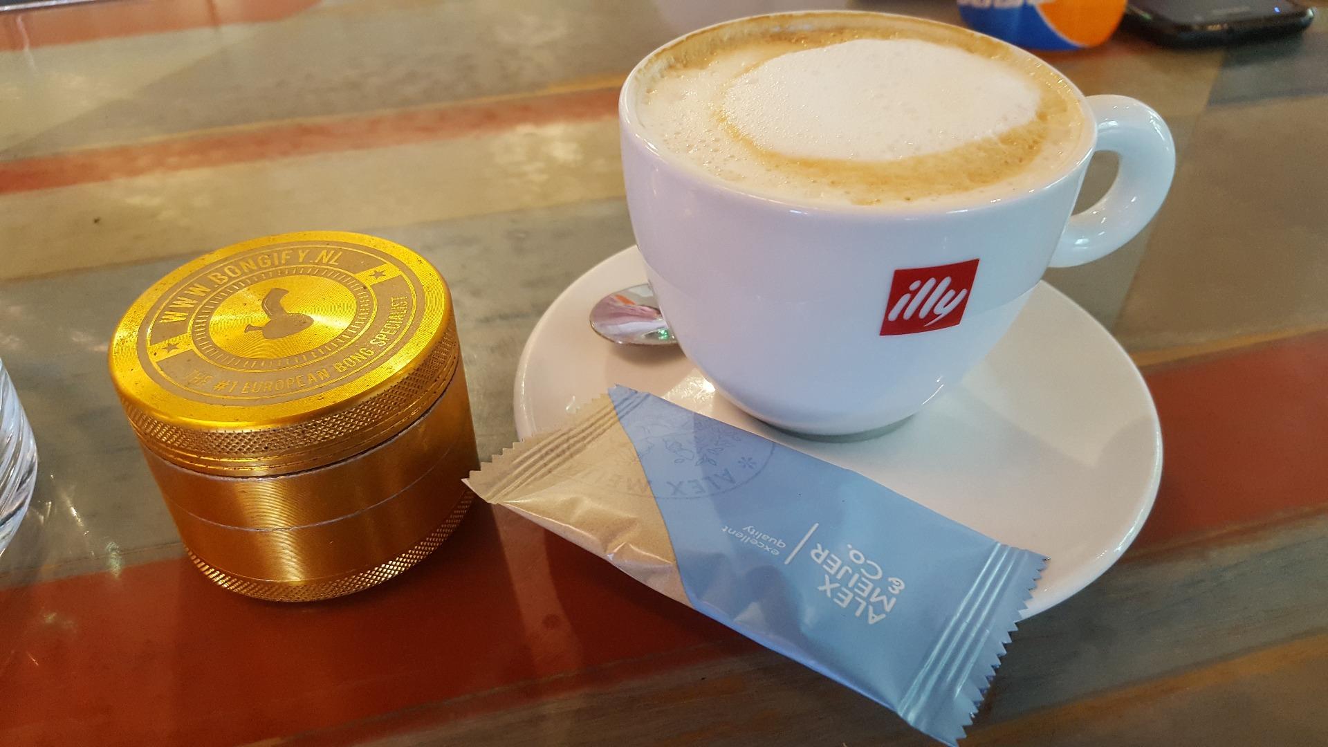 Coffeeshop High Times Cappuccino